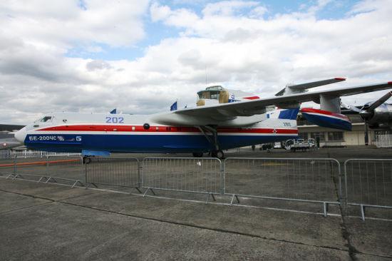 俄军斚w���ơ订�?架世界最大两栖飞机别-200